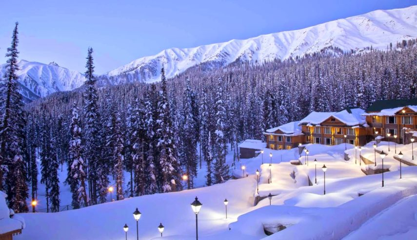 Зазоряване в Гуламарг - един от най-известните зимни курорти в Индия