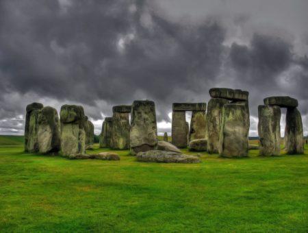 Митове и легенди за Стоунхендж