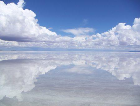 Салар де Уюни: Едно от най-големите естествени огледала в света