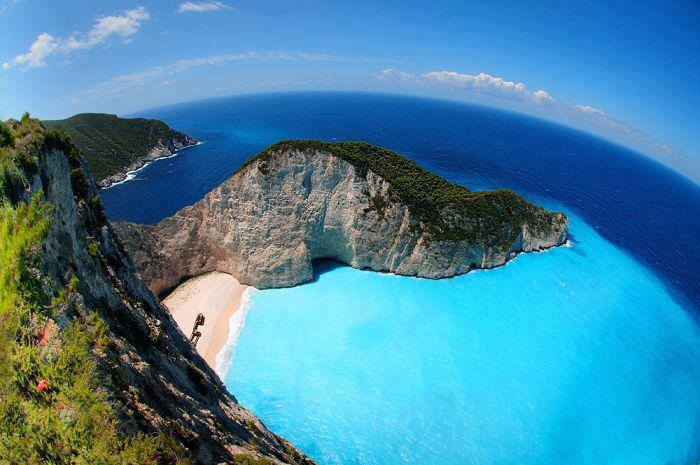 Greece-AMAZING-BEAUTIFUL-Navagio-Beach-Zakynthos-Greece.
