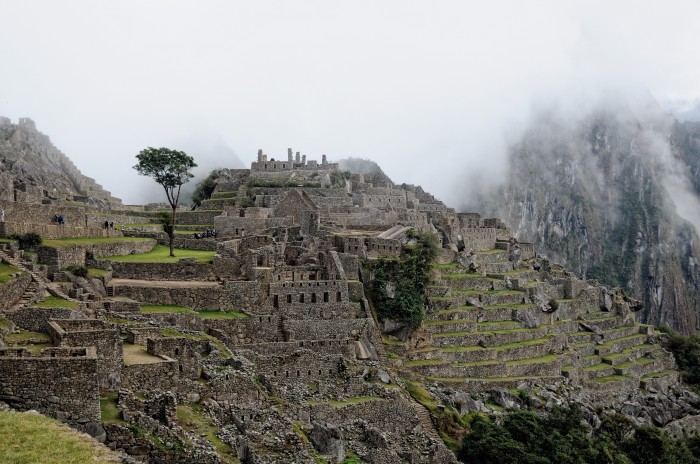 Machu_Picchu_as_the_mist's_rise_at_dawn