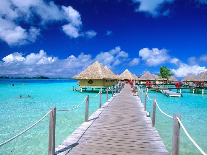 Matira_Point_Bora_Bora_French_Polynesia