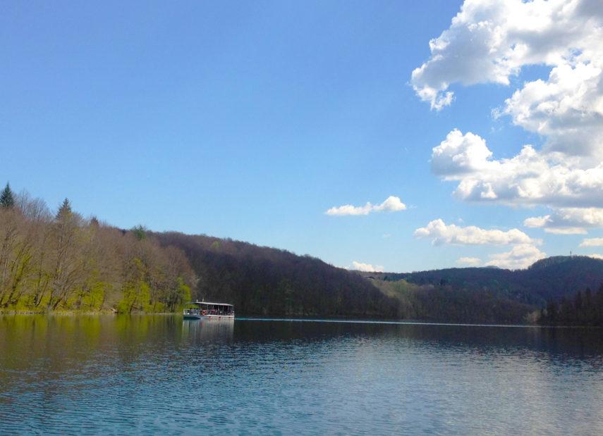 Корабче в парк Плитвишки езера