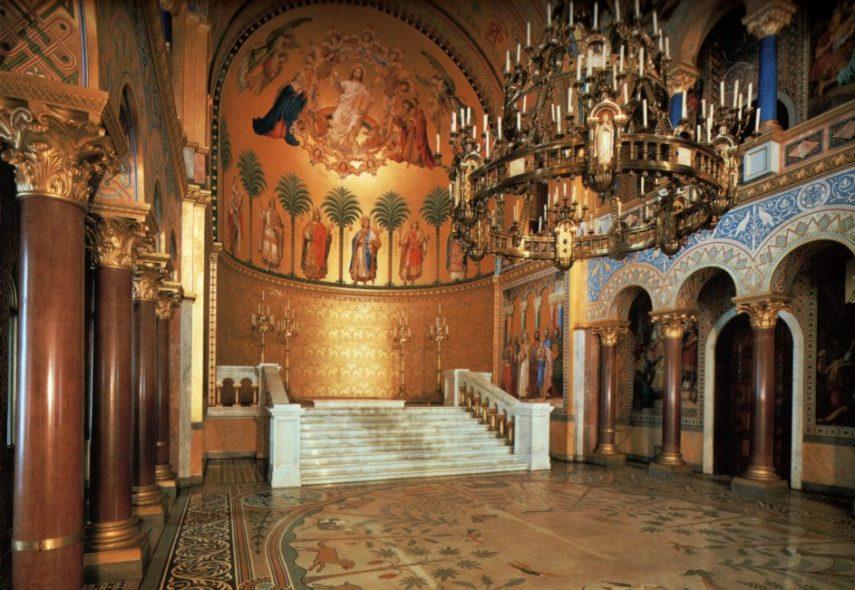 Тронната зала на замъка Нойшванщайн