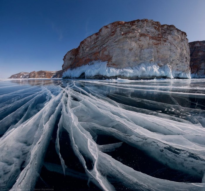 frozen-ice-of-lake-baikal-siberia