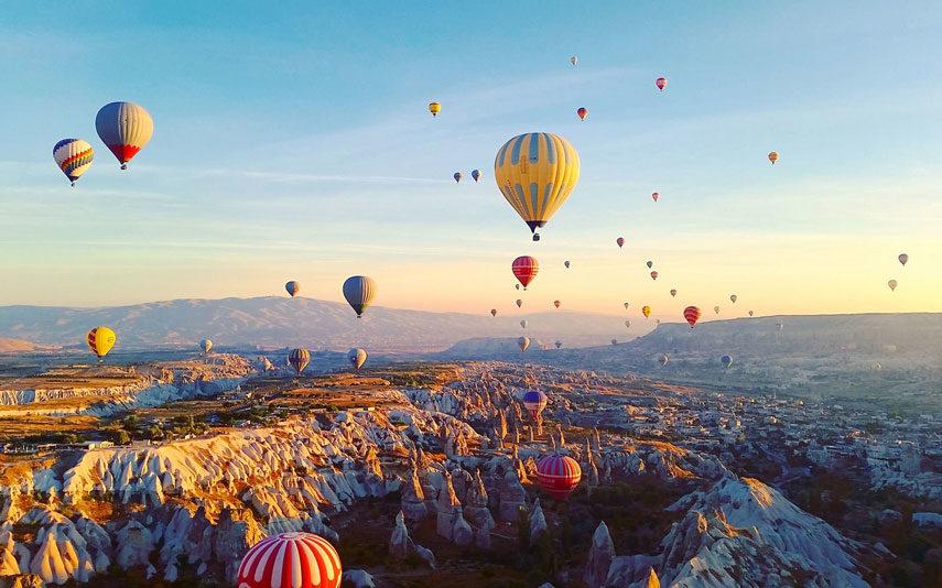 Балони летят над Кападокия