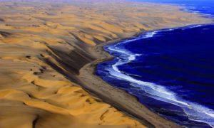 Среща на пустинята Намиб с океана