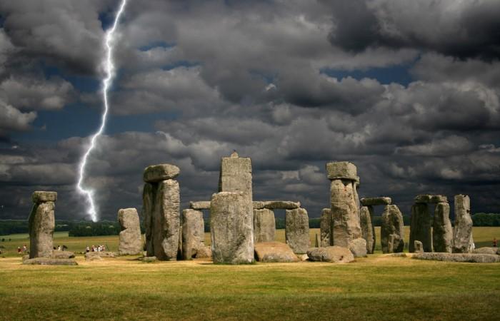 stonehenge-lightning