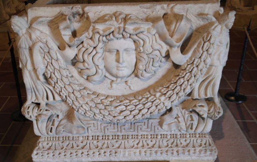 Релеф върху саркофаг от Хиераполис