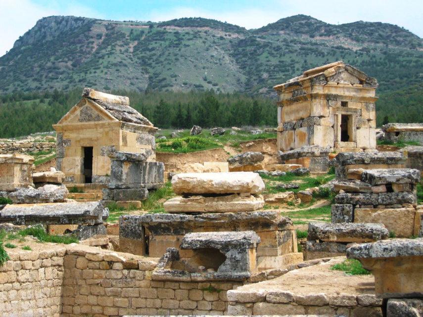 Гробници в Хиераполис